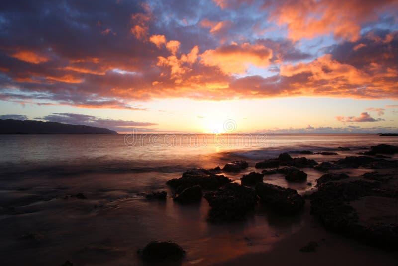 утесистый заход солнца стоковое изображение