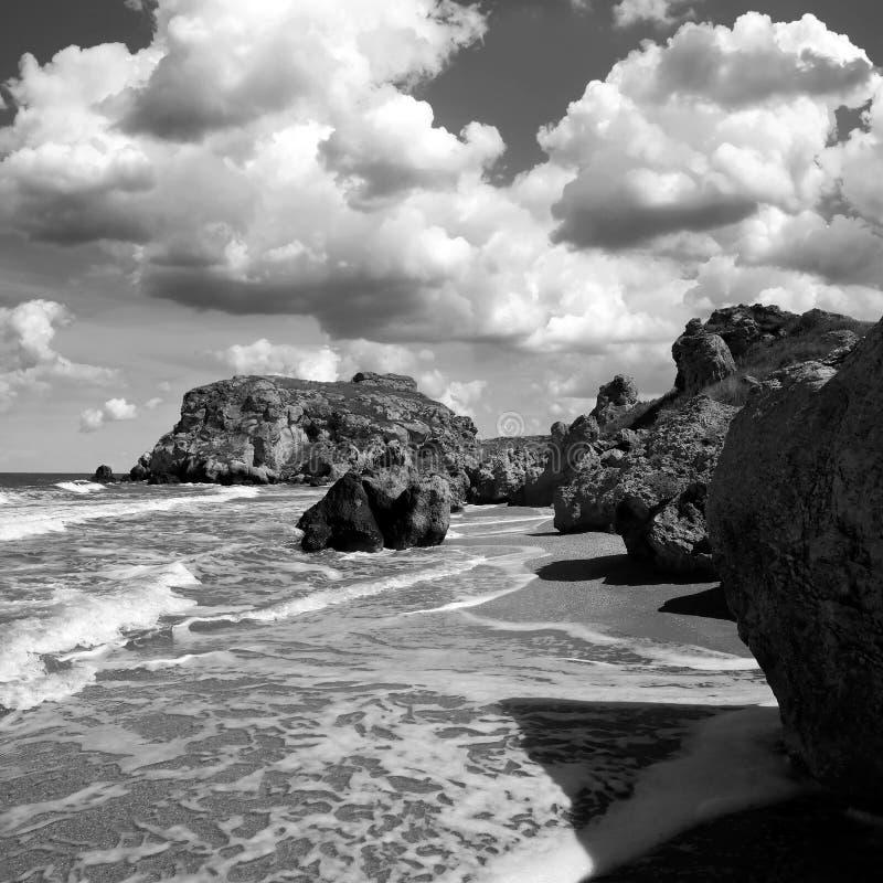 утесистый seashore Черное & белое фото искусства стоковая фотография