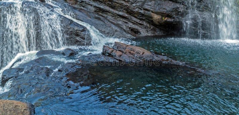 Утесы весны водопада панорамные падают в равнины Horton национальные стоковые фотографии rf