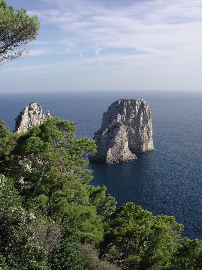 утесы Италии Faraglioni Capri Стоковая Фотография