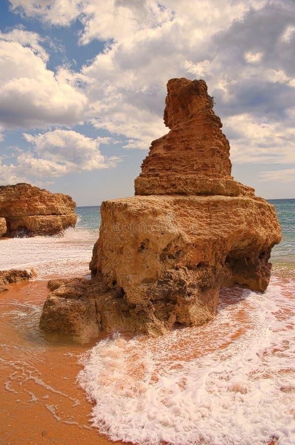 Утесы и бухточки в пляже стоковое изображение