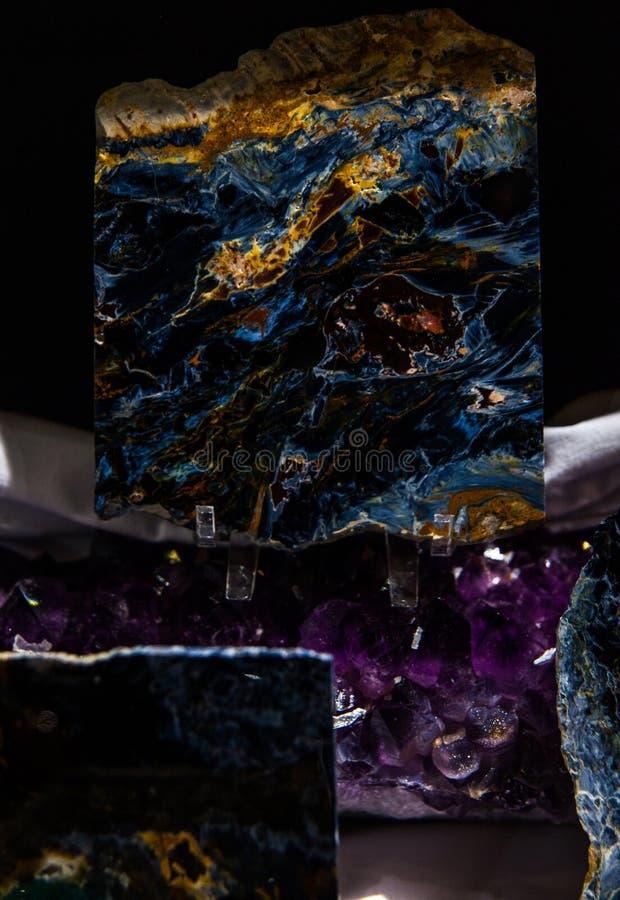 Утесы и минералы стоковые изображения