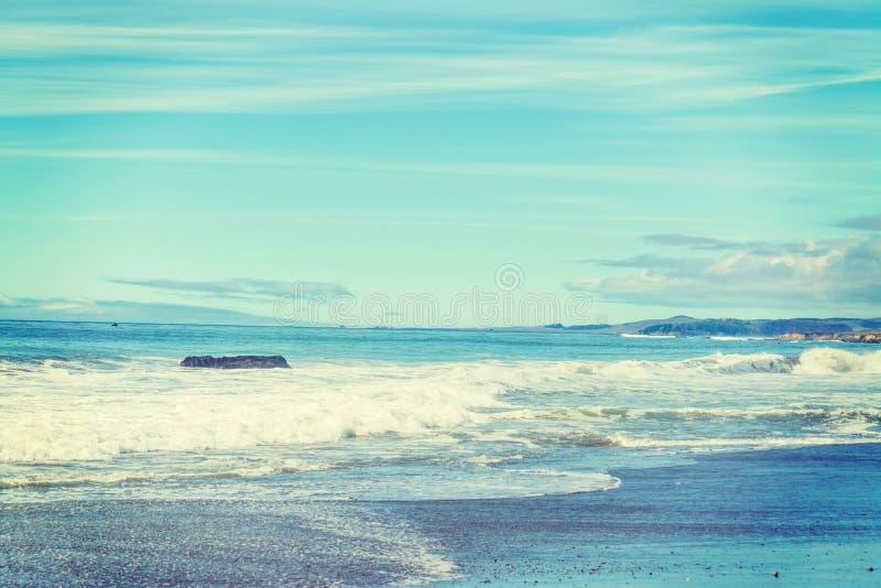Утесы и песок в Калифорнии стоковые фото
