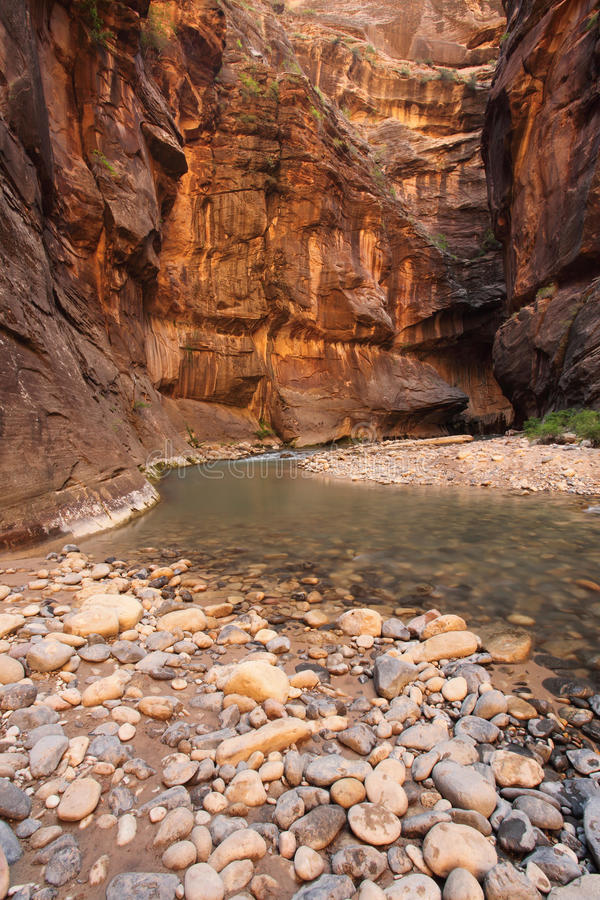 утесы реки гор скал стоковые изображения rf