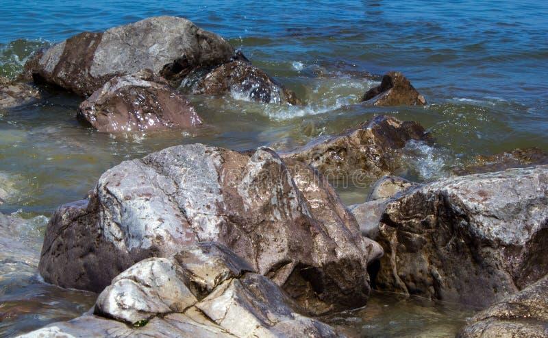 Download Утесы стоковое изображение. изображение насчитывающей aquatics - 41660927