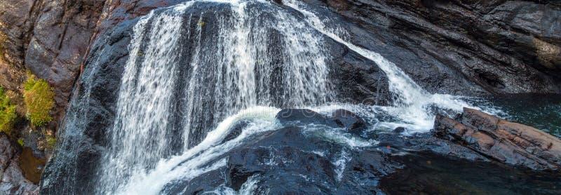 Утесы Baker's водопада мшистые падают в равнины Horton национальные стоковое фото