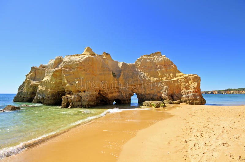 утесы rocha praia da естественные Португалии стоковая фотография