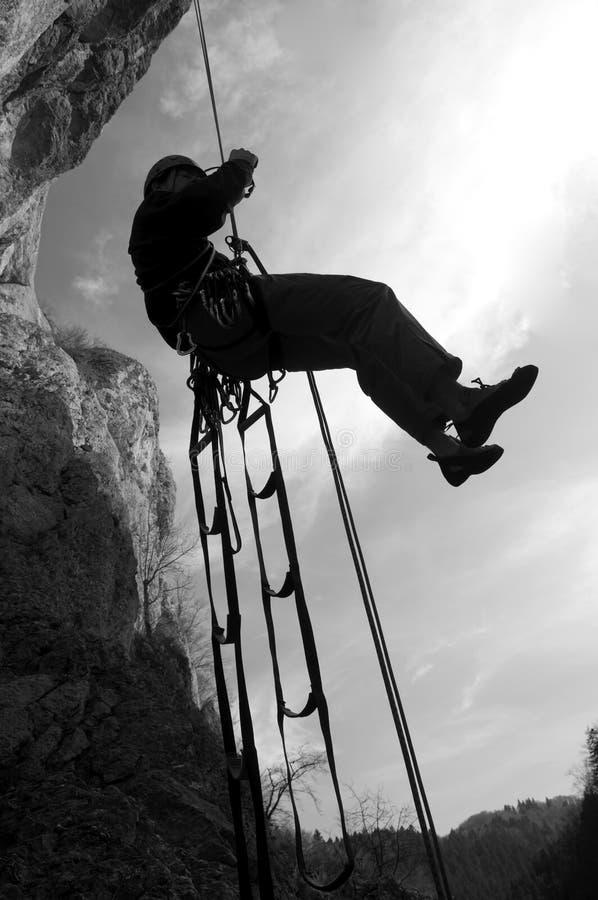 утес альпиниста rappeling стоковое изображение rf