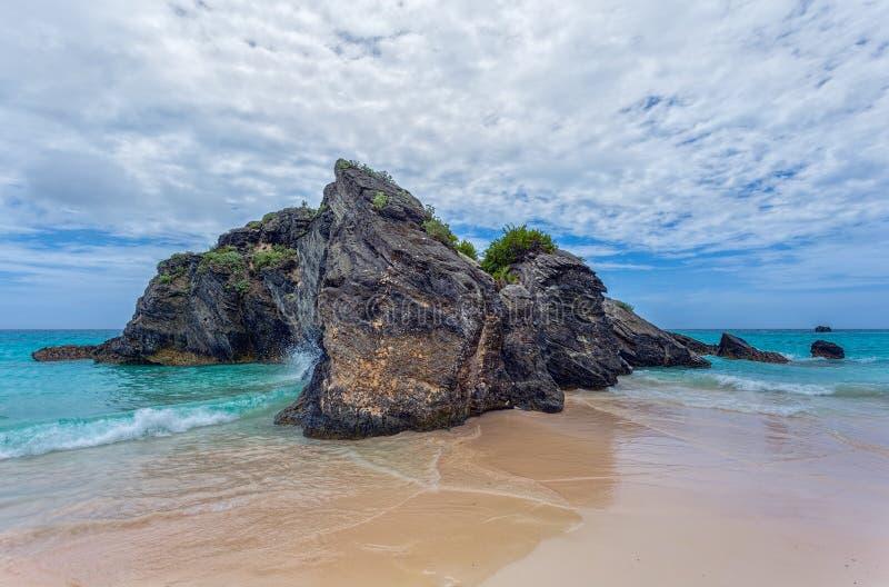 Утес в океане Бермудских Островов стоковые изображения rf