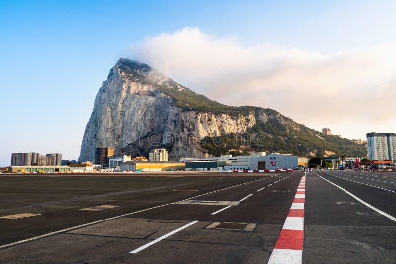 Утес Гибралтара, аэропорта, полуострова стоковая фотография rf