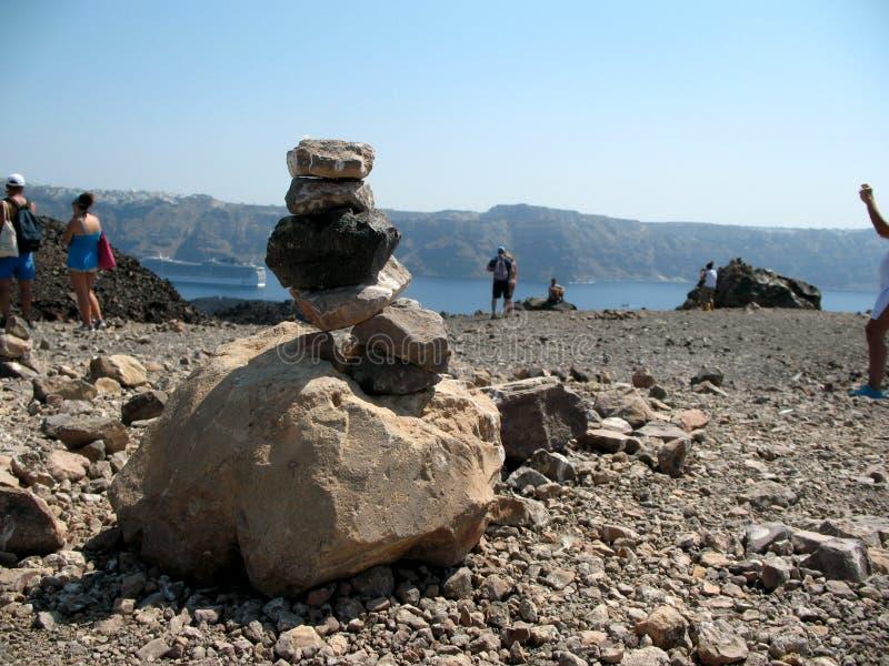 Утес и лава вулкана стоковое изображение