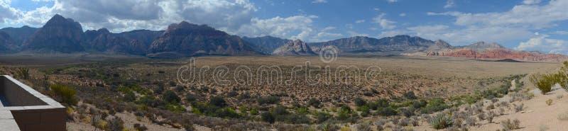 утес красного цвета панорамы каньона стоковая фотография
