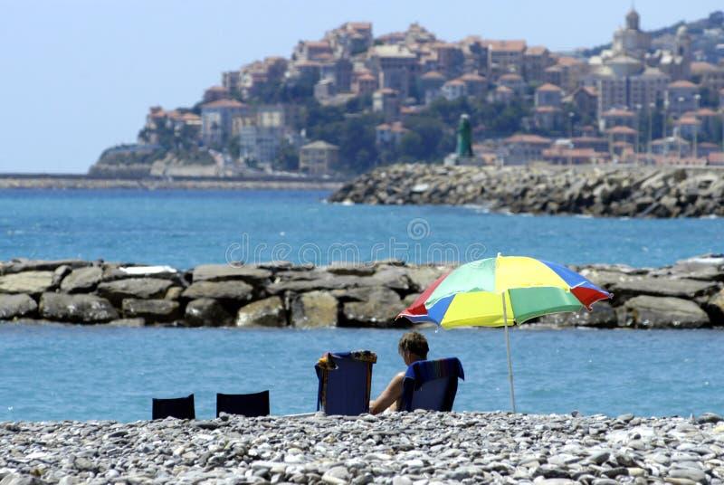 Утес на пляже стоковая фотография