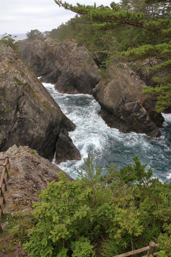 Утес Kaminariiwa и ущелье Ranboya в Goishi плавают вдоль побережья стоковая фотография