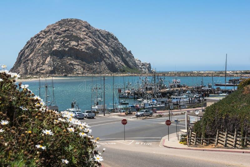 Утес Morro в гавани залива Morro, Калифорнии стоковая фотография