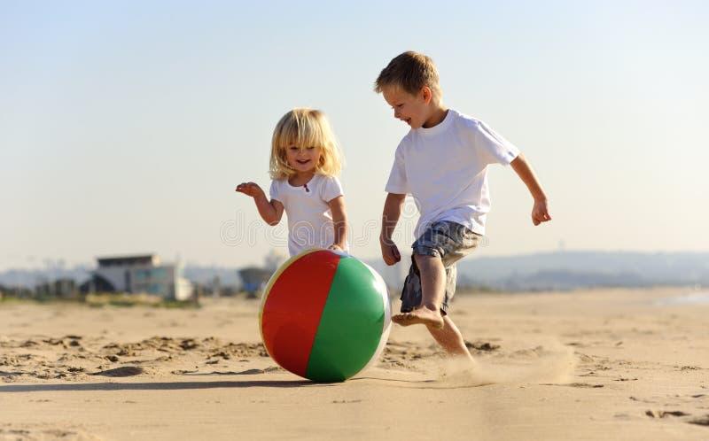 Утеха шарика пляжа стоковое изображение