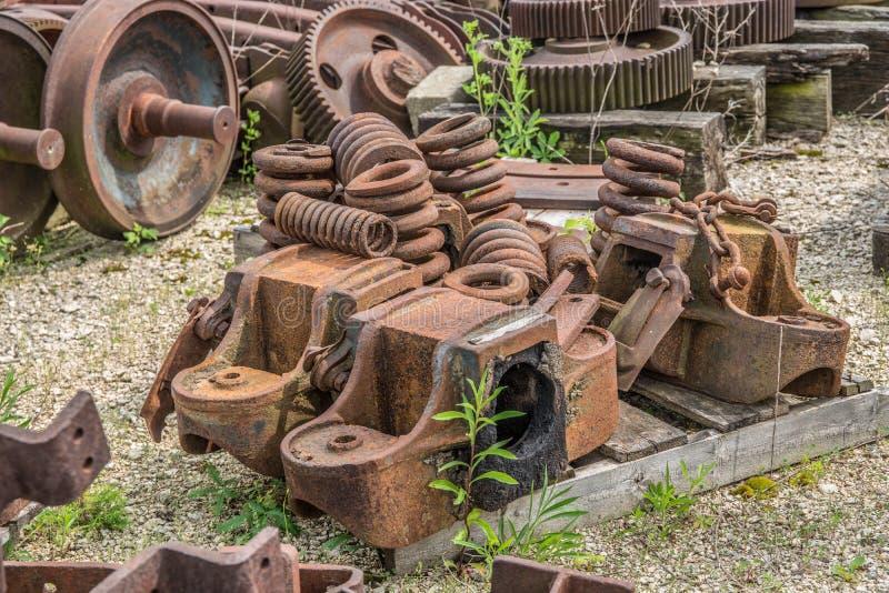 Утиль железной дороги ржавый ржавея в куче стоковые фотографии rf