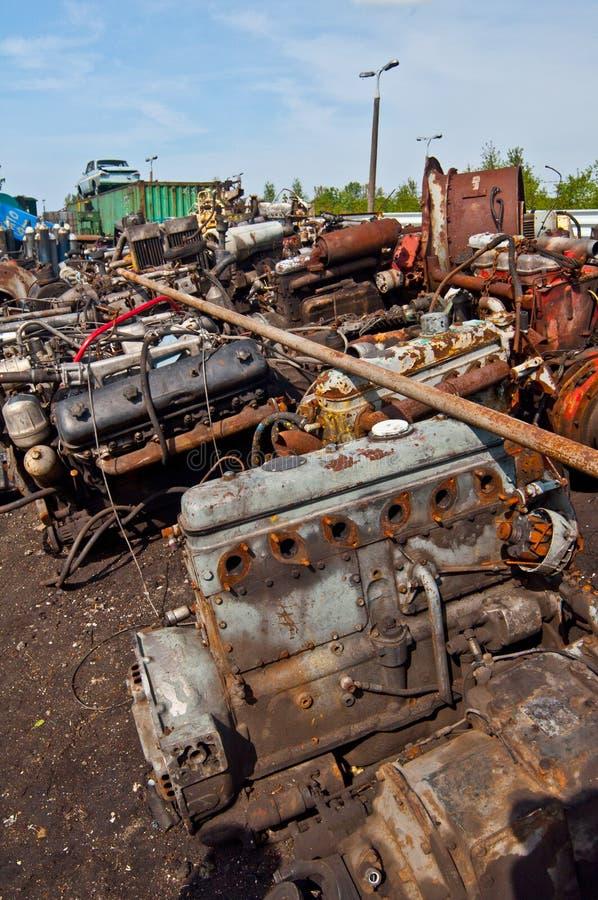 Утиль с старыми моторами на утил-куче стоковое фото