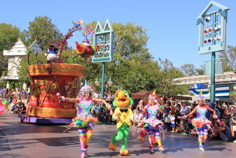 Утка Дональда в параде Дисней на Диснейленде стоковое фото