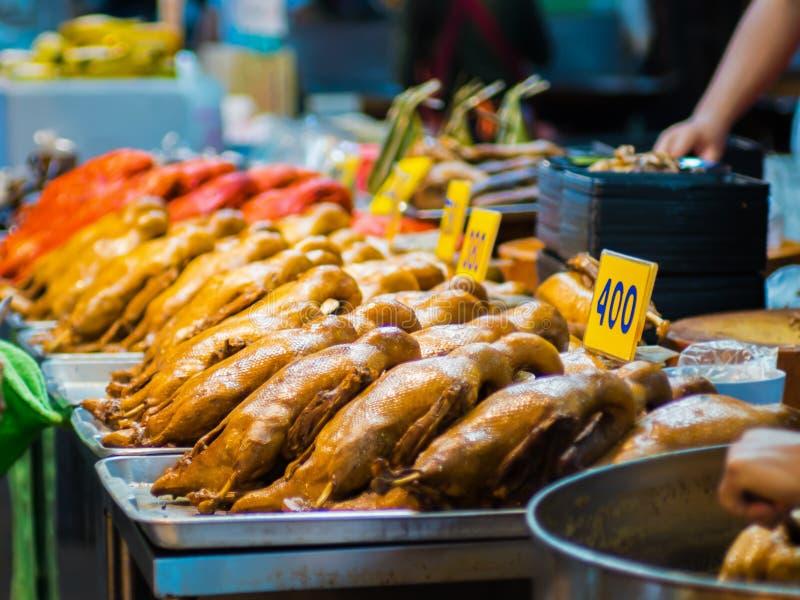 Утка закипела соус рыб с супом коричневого соуса Еда для празднует на китайский Новый год стоковые фотографии rf