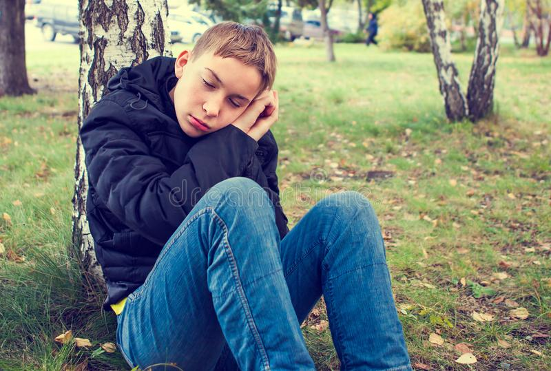 Утомленный подросток внешний стоковые фото