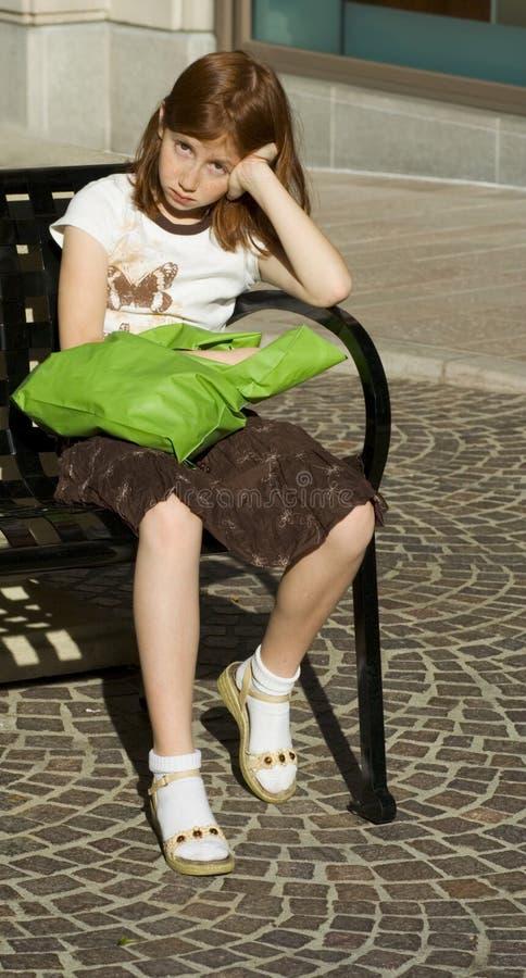 утомлянная юбка покупателя девушки головная красная стоковое фото rf