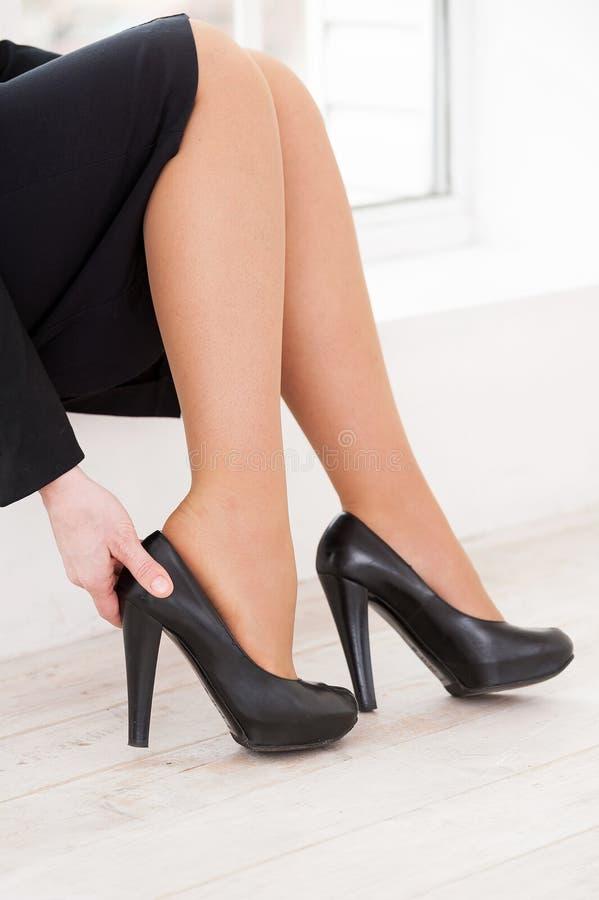 Утомленные ноги. стоковая фотография