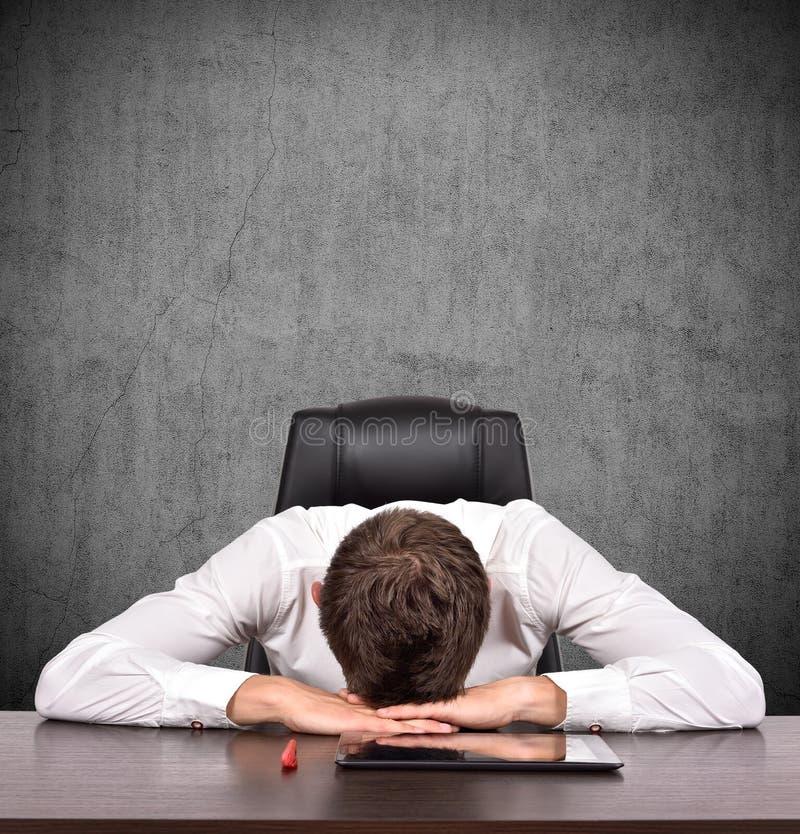 утомлянный бизнесмен стоковая фотография