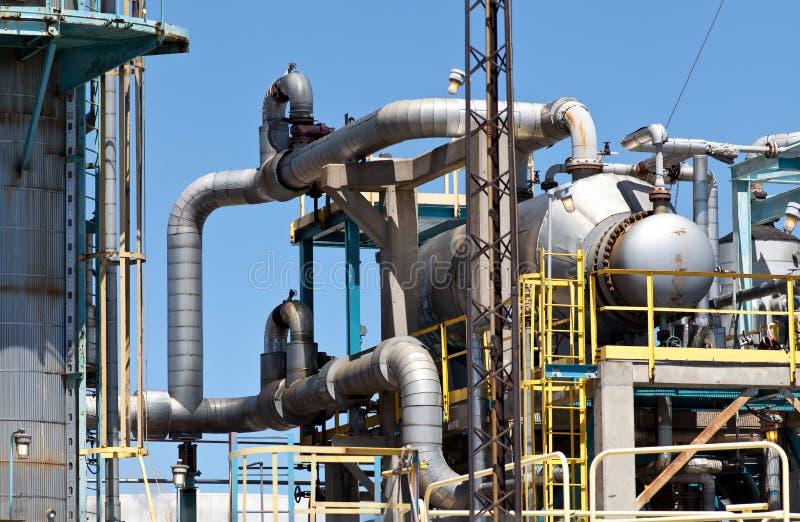 Уточненный трубопровод дымовой трубы нефтехимического завода нефти стоковая фотография