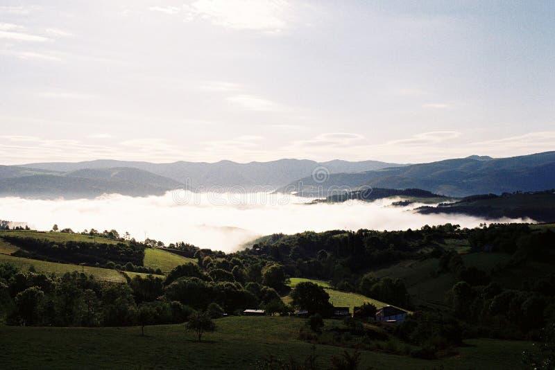 Утро в горах стоковые изображения