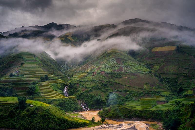 Утро в гористой местности стоковые фотографии rf