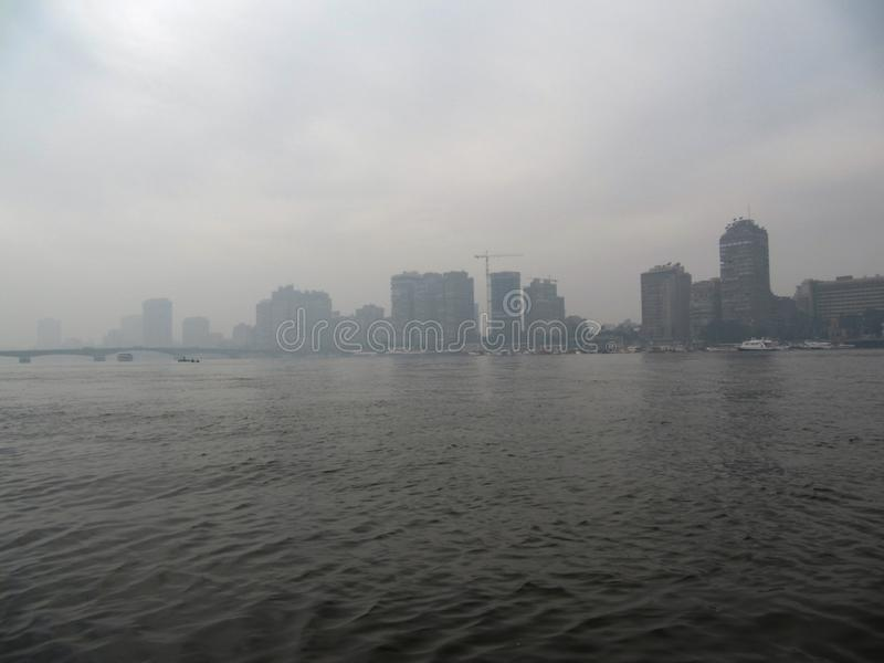 Утро в Каире Туман над Нилом стоковые изображения rf