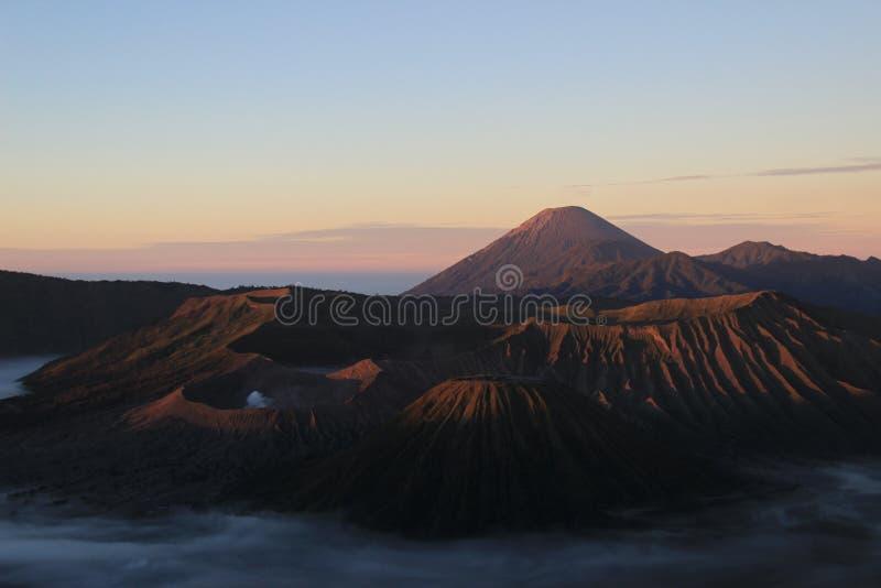 Утро в национальном парке bromo держателя стоковое изображение rf