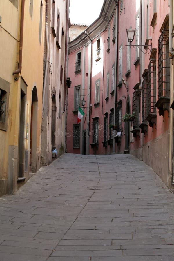Утро в тосканском городке. стоковая фотография