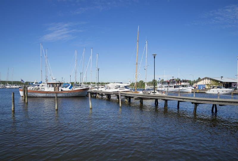 Download Утро лета в портовом городе в Raseborg Редакционное Изображение - изображение насчитывающей aquatics, boated: 81814415