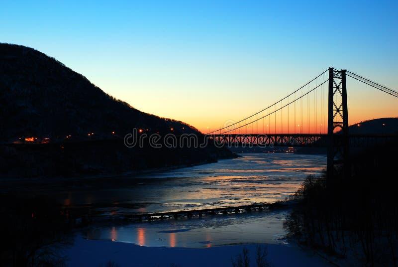 Утро зимы на мосте горы медведя стоковое изображение rf