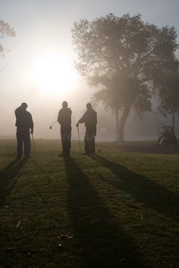 утро игроков в гольф стоковые фотографии rf