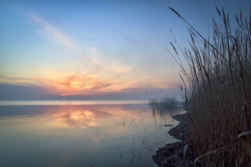 Утро на лимане, красивый красочный рассвет стоковое изображение rf
