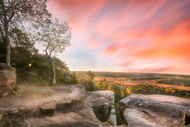 Утро над долиной, Lodi, Висконсин, США стоковое фото rf