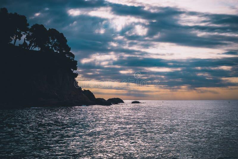 Утро облака на пляже стоковая фотография