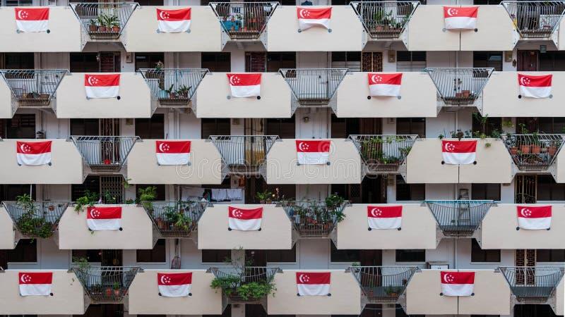 Утро 20-ое июля/2019 на доме Selegie с полными флагами на коридоре на национальный праздник Сингапура стоковое фото rf