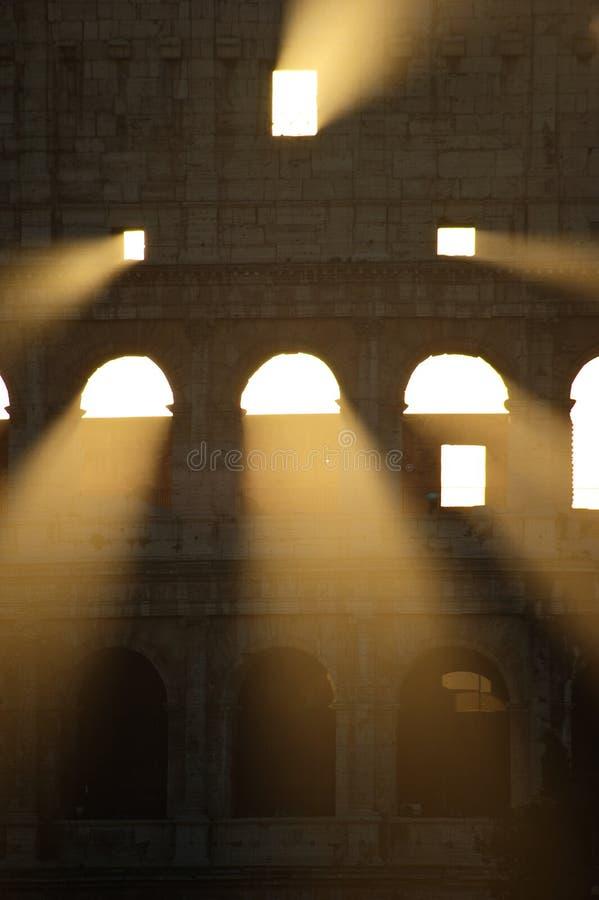 утро первого света colosseum стоковые фотографии rf