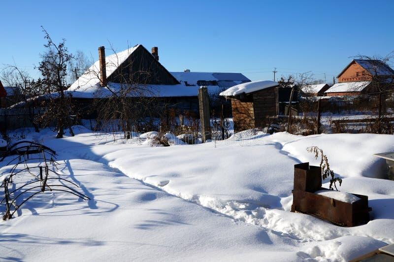 Утро сельского ландшафта зимы морозное солнечное стоковые изображения