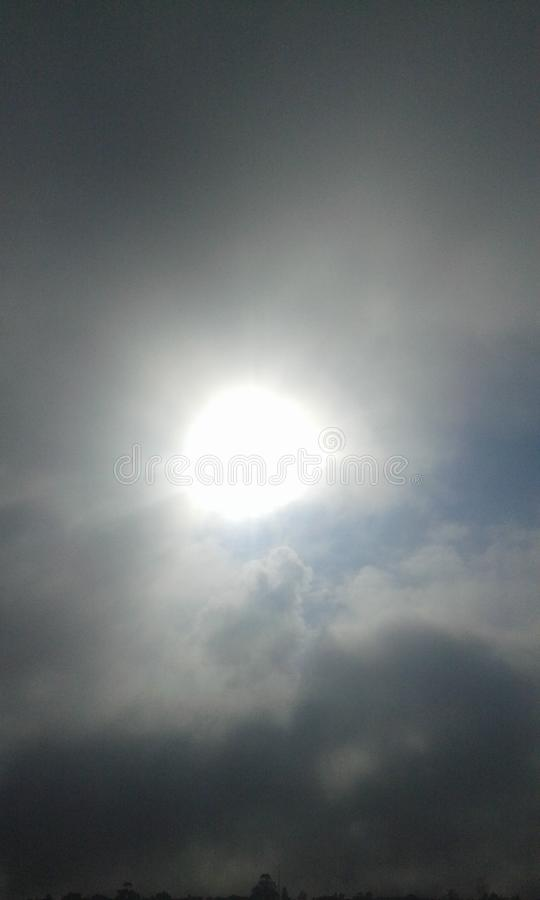 Утро Солнце в небе стоковые фотографии rf