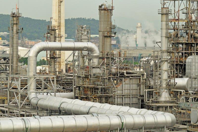 Утро фабрики нефтеперерабатывающего предприятия стоковое фото rf