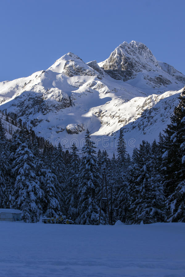 Утро Snowy на пике Malyovitsa, горе Rila стоковые фото