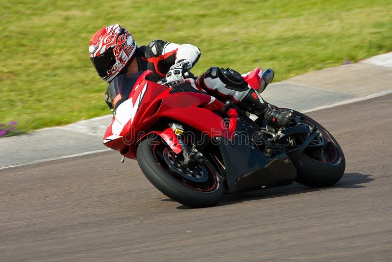 участвовать в гонке мотовелосипеда стоковая фотография rf