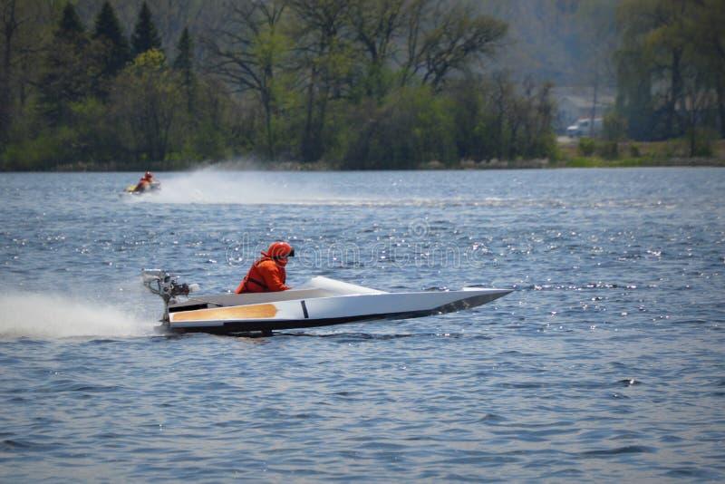 участвовать в гонке powerboat стоковые фото
