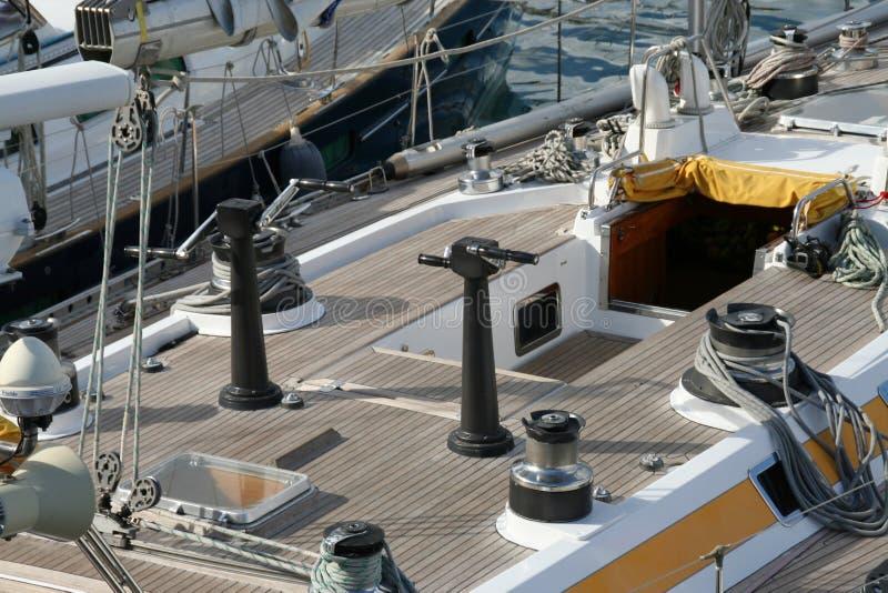 Участвуя в гонке яхта стоковое фото