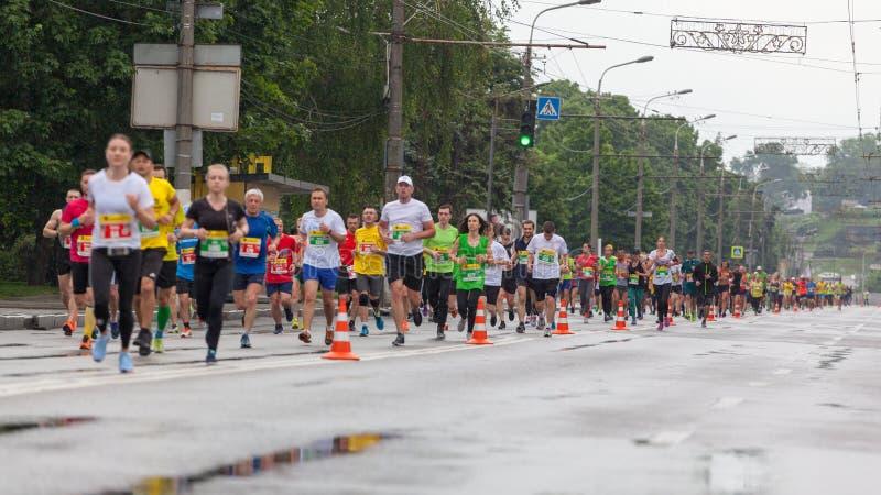 Участники марафона стоковое изображение